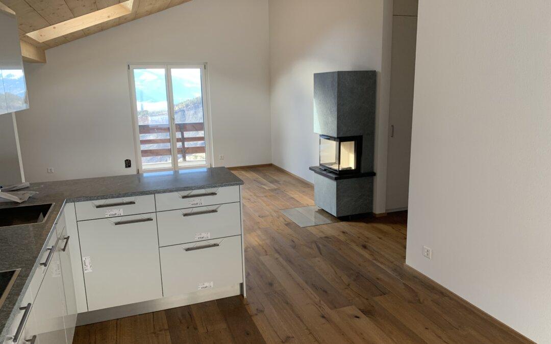 Dauerhaft zu vermieten: Schöne, neu renovierte 3.5 Zimmer- Dachwohnung